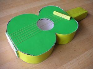 牛乳パックで作る手作りおもちゃギター