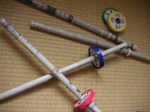 新聞紙刀剣のつばに枠をつけて改良