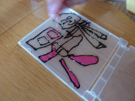 ガラス絵の具の細かいところは爪楊枝でのばす