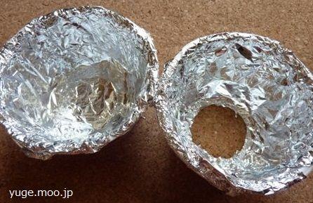 カップ麺の内側にアルミホイルをはる
