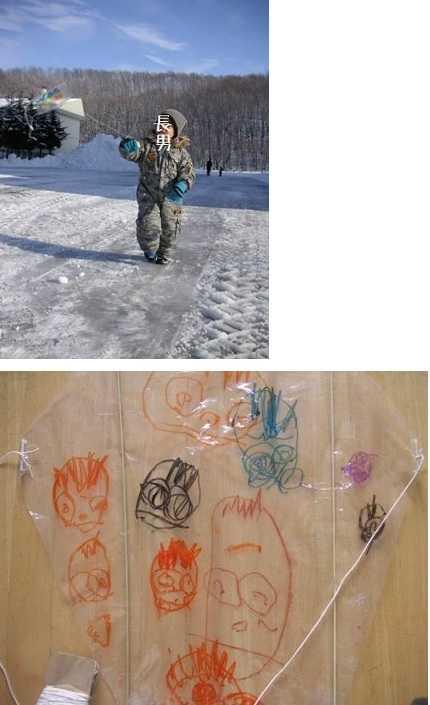 手作り凧で遊ぶ子供