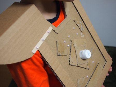 ダンボールで作る鎧のパーツをつなげるため