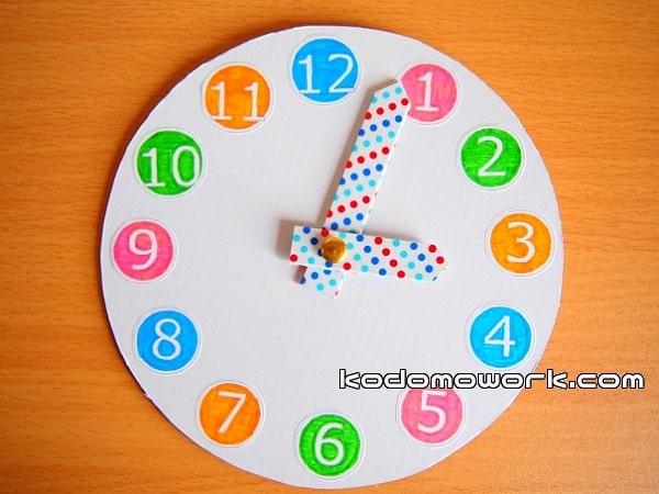 幼児手作りおもちゃ時計はダンボールハウスにつけるのもオススメ