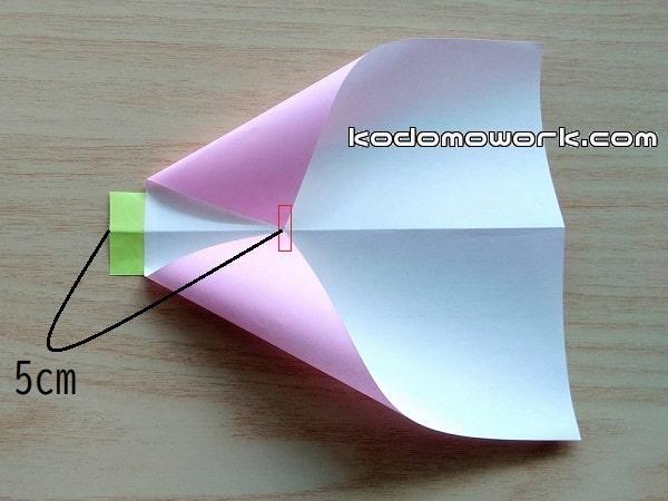 鳥の凧にするために折ってはる
